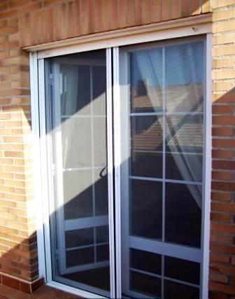 Algunos modelos de puertas para la decoraci n del interior for Puertas jardin aluminio