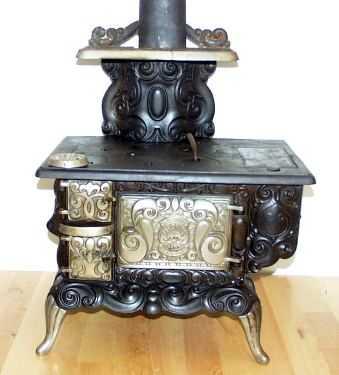 Estufas antiguas para decorar su cocina costa del este news for Cocinas de hierro antiguas