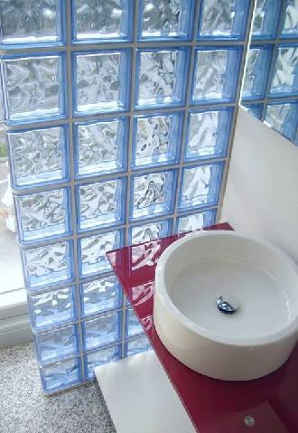 Decoraci n con ladrillos de vidrio decorando interiores - Ladrillo de cristal ...