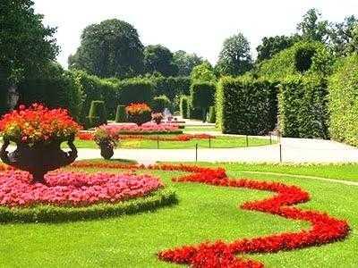 Consejos para tener un cuidado de plantas for Jardines grandes