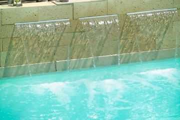 Cascadas para decorar tu jard n cuidado de plantas for Cascadas artificiales de agua para piscinas